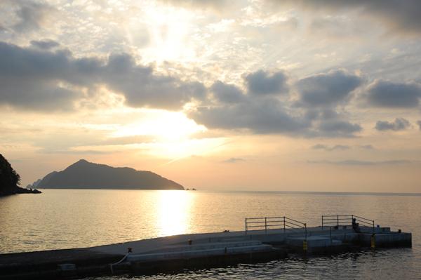 ダイビングポイントの桟橋はユウヒが綺麗