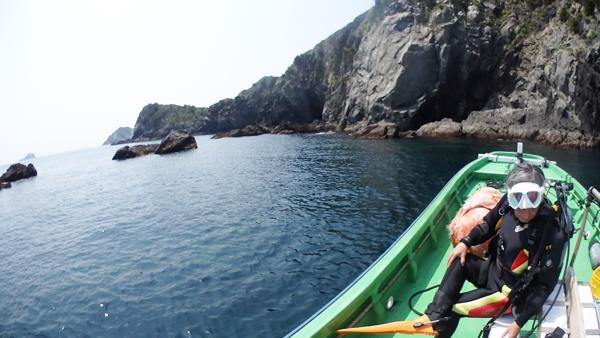 横島はこんな場所。陸上の風景はリアス式海岸のようになっています。外海にあるから、波風の影響がものすごい。