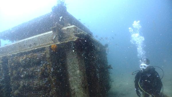いつもの瀬ノ浜。大きな漁礁があるポイントは魚がとても多い。