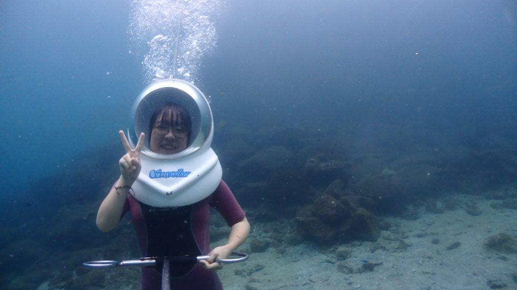 水深5mで記念撮影、シーウォーカー