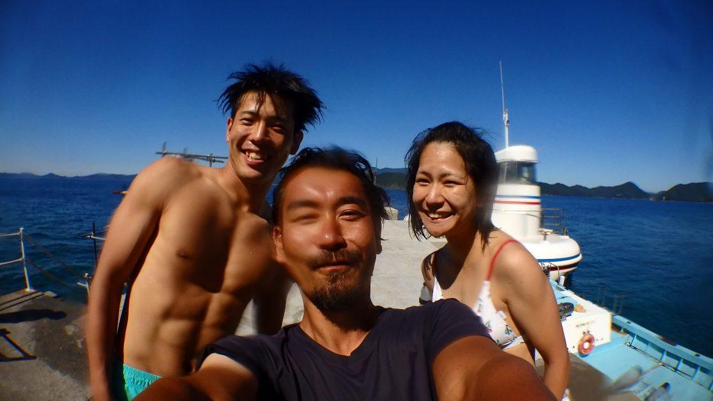 体験ダイビングの後に、私を中央にしてお二人と一緒に写真撮影をしてもらいました