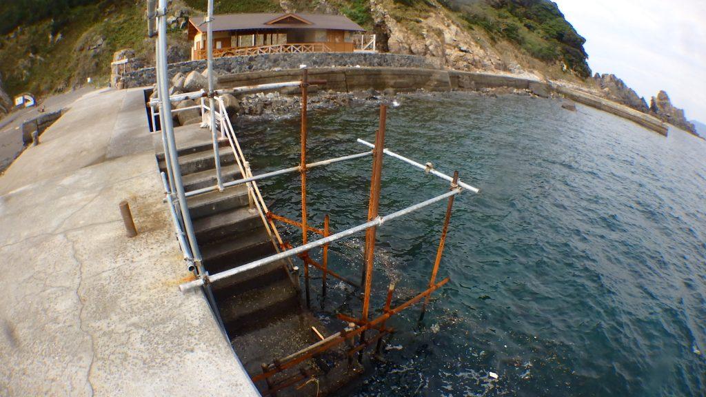 いつも使っている鹿島の桟橋撤去。今年は一人で行います。