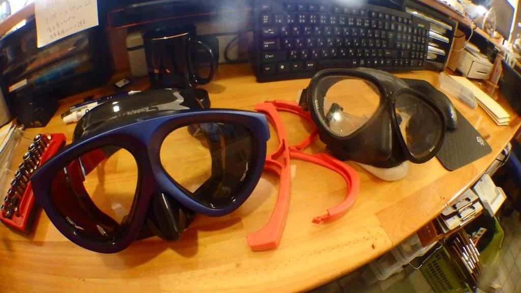完成した新品のマスクと、余った部品でくみ上げた古いマスク。